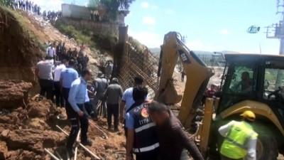 Yol yapım çalışmasında göçük: 2 işçi yaralandı