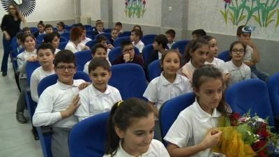 Başkan Dündar'dan öğrencilere kitap