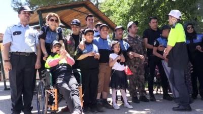 Engelli öğrenciler bir günlüğüne polis oldu - GAZİANTEP