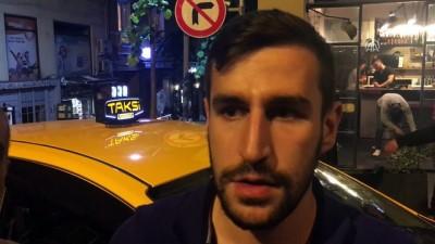 Taksici unutulan içi para dolu çantanın sahibini 4 saat arayıp buldu - İSTANBUL