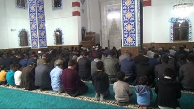 Teröristler Tarafından Tahrip Edilen Camide İlk Teravih Namazı Kılındı