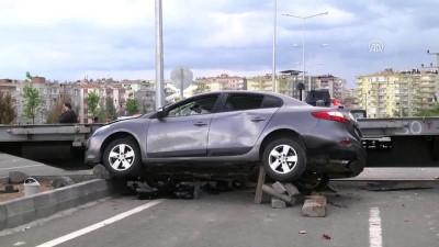 Yük treni otomobile çarptı: 3 yaralı - DİYARBAKIR