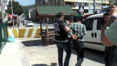 Hırsızlar lüks rezidansta alem yaparken yakalandı...Hırsızların otomobili çalma anları kamerada