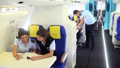 Lise bahçesindeki yolcu uçağı 'göreve' hazır - ANTALYA