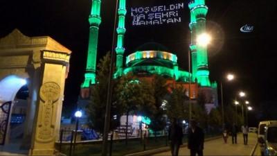 Mardin'de vatandaşlar teravih namazı kılıp Kudüs için dua ettiler