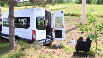isci servisi -  Sakarya'da işçi servisi tarlaya uçtu: 7 yaralı