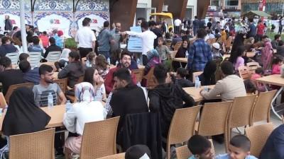 Siirt Belediyesinden bin 500 kişilik iftar sofrası - SİİRT