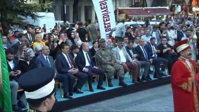 Sultanahmet'te 30 bin kişi top atışıyla ilk oruçlarını açtı