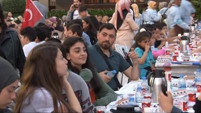 Üsküdar'da ilk defa oruç tutan çocuklar iftar yaptı