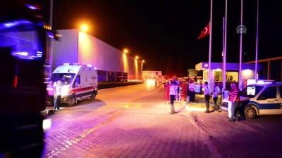 Fabrika yangınında 6 işçi dumandan etkilendi - İZMİR