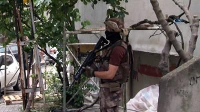 Kağıthane'de helikopter destekli şafak operasyonu