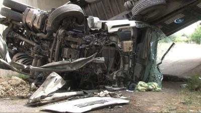 Köprü boşluğuna uçan tırın sürücüsü hayatını kaybetti