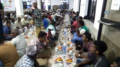 - Sri Lanka'da ilk iftar açıldı