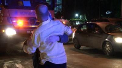 Basın Ekspres yolunda meydana gelen kaza sonrasında lüks otomobil dereye uçtu... Sürücüyü olay yerine gelen annesi sarılarak teselli etti