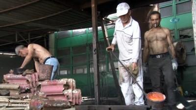 Demir döküm işçilerinin Ramazan ayında 1350 derece sıcaklıkta ekmek mücadelesi