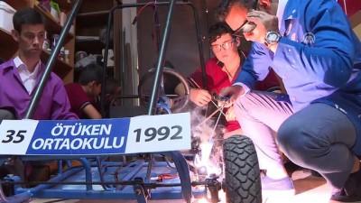 Engelli öğretmenlerinden etkilenip güneş enerjili araç tasarladılar - İZMİR