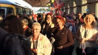 - Kraliyet Düğünü Meraklıları Windsor Trenlerini Doldurdu