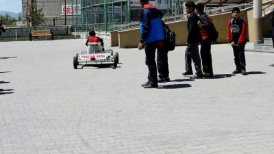 Ortaokul öğrencisi atık malzemelerden 'go kart' aracı yaptı - VAN