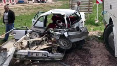 Sarıkamış'ta yolcu otobüsü ile otomobil çarpıştı: 2 yaralı