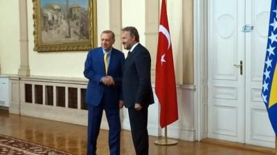 - Cumhurbaşkanı Erdoğan, İzetbegoviç'le görüştü