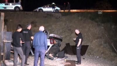 Otomobil inşaat alanına devrildi: 2 yaralı - DÜZCE