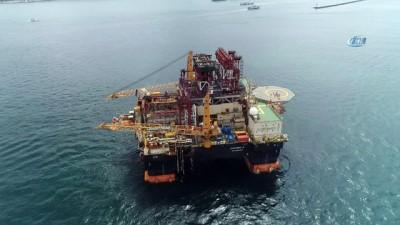 Dev petrol arama platformunun Boğaz'dan geçişi havadan görüntülendi