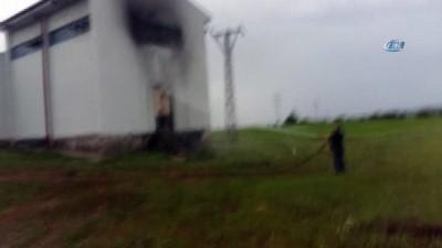 Elektrik trafosuna düşen yıldırım 24 köyü elektriksiz bıraktı