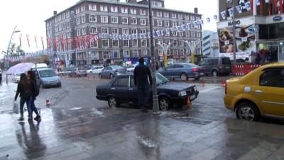Erzurum'da şiddetli yağmur sonrası ev ve iş yerlerini su bastı