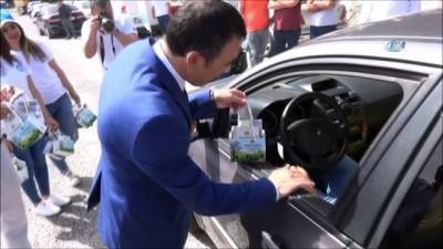 zihinsel gelisim -  Sürücü ve yolculara 'Süt Günü' sürprizi