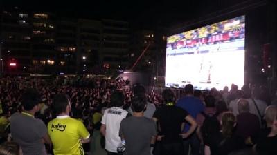 Vatandaşlar Basketbol THY Avrupa Ligi Dörtlü Final maçını dev ekrandan izledi - İZMİR