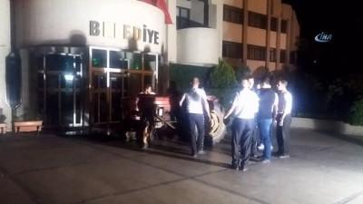 Muhtardan traktörlü tepki... Manisa'da alkollü muhtar traktörle belediye önüne çıktı