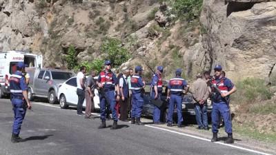 Otomobil nehre düştü: 2 ölü, 1 kayıp - ARTVİN