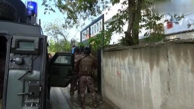 Polisten kaçakçılara eş zamanlı operasyon havadan görüntülendi