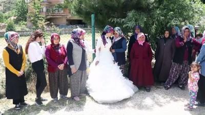 Uzman çavuşun eşi cenaze törenine gelinliğiyle katıldı - ISPARTA Haberi