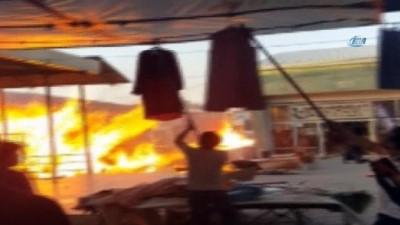 Esnaf mallarını son anda kaçırdı... Tekel bayisine sıçrayan alevler mahalleyi yakıyordu