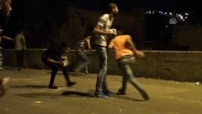 İsrail askerleri ile Filistinli gençler arasında çıkan çatışmalarda 1 Filistinli yaralandı - NABLUS