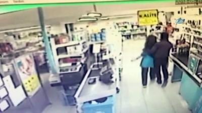 İstanbul'da gasp makineleri kıskıvrak yakalandı...Soygun anları kamerada