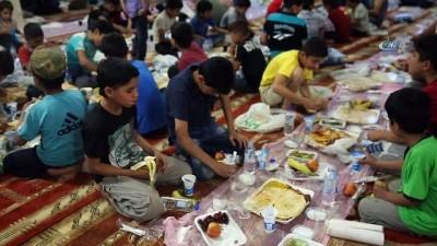 - Afrin'de Türkiye'den hayırseverler iftar veriyor - PKK'dan sonra Afrin'de ilk Ramazan