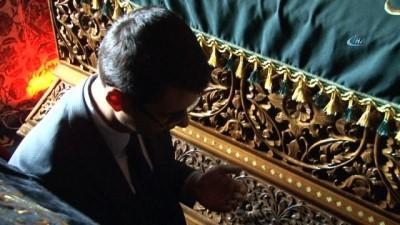 Diyarbakırlı kadınlar sahabe mezarının örtülerini elleriyle yaptı