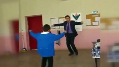 Öğretmenin öğrencisine Ankara oyun havası öğretmesine sosyal medyada büyük ilgi