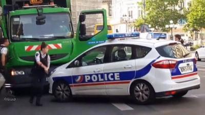 - Paris'te İki Çöpçü Siyasi Eylem İçin Çöp Kamyonunu Kaçırdı