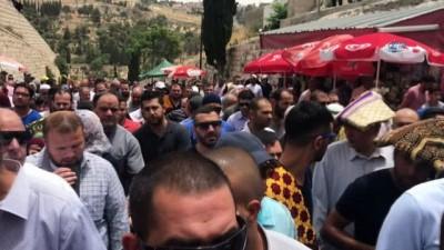 - Ramazan'ın 2'nci Cuma namazında on binlerce Müslüman Mescid-i Aksa'ya akın etti
