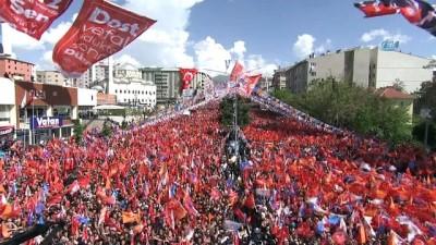 Cumhurbaşkanı Erdoğan: 'Çıkmış bir tanesi diyor ki ben araba üretmem. Benim için de diyor ki 20 yıl geriden takip ediyor diyor. O bisiklete binmeye devam etsin'