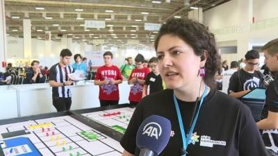 Gençler açlık sorununa karşı robot tasarladı - İZMİR
