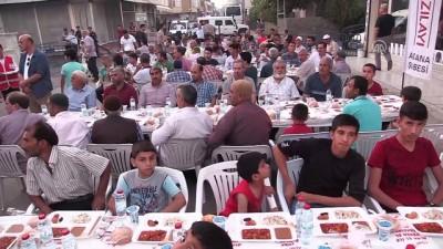 Bakan Sarıeroğlu, vatandaşlarla iftar yaptı - ADANA
