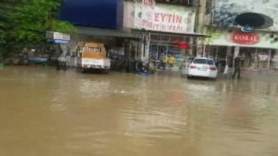 ekince -  Bursa-İstanbul Karayolunu sel bastı