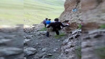 Uçkun toplamaya giden çocuklar uçurumdan düştü: 1 ölü, 1 yaralı