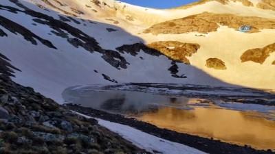 Uludağ'da düşen çığ gölü buza çevirdi
