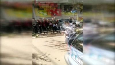 Aracını yanlış yere park etti, kendisini uyaran polise saldırdı