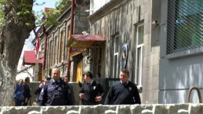 Kars'ta 1 kişinin hayatını kaybettiği olayın zanlıları adliyeye sevk edildi